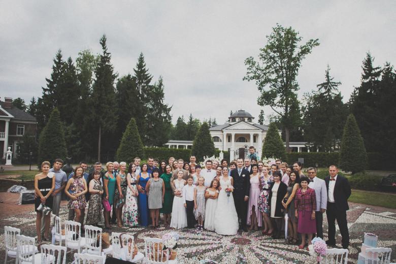 Свадебная фотосессия с гостями