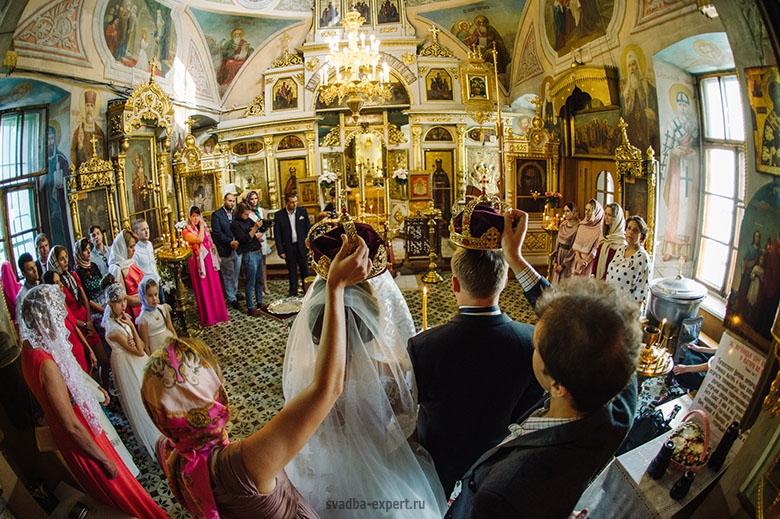 Венчание в церкви в Москве