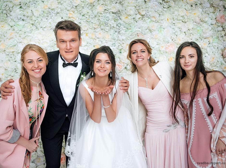 Фотозона для свадьбы в шатре